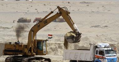 وزير الإنتاج الحربى يصل موقع مشروع حفر قناة السويس