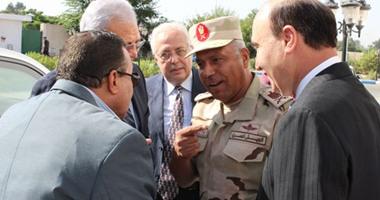 وزير الاتصالات يلتقى الفريق مميش لإطلاق طوابع قناة السويس الجديدة