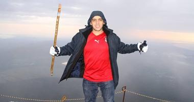 دبلوماسى مصرى شاب ينجح فى تسلق جبل فوجى شاهق الارتفاع باليابان