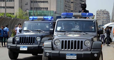 """""""مكافحة الشغب"""" تمشط شوارع 6 أكتوبر للبحث عن مشعلى النار فى سيارة الشرطة"""