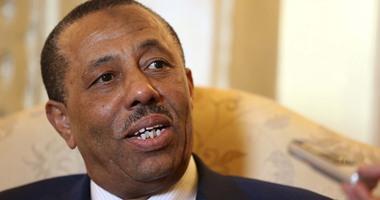 مصادر: رئيس وزراء ليبيا أشهر سلاحه بمطار الأبرق عقب منعه من السفر