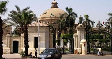 """منع طالبة من دخول جامعة القاهرة بسبب ارتدائها """"الفيزون"""""""
