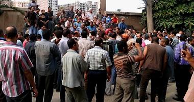 إضراب عمال شركة للسجاد بمدينة العاشر للمطالبة بزيادة الأجور