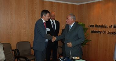 وزير العدل يلتقى السفير السويسرى لبحث كيفية استرداد الأموال المهربة