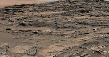 ناسا تكشف عن صورة جديدة لتحجر الكثبان الرملية على سطح المريخ