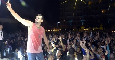 بالصور..سامو زين يتألق فى حفل تخرج كلية تجارة الإسكندرية