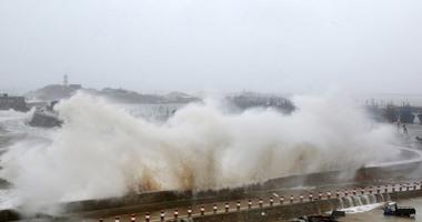 آلاف الجنود يشاركون في عملية إنقاذ في مناطق الإعصار بالصين