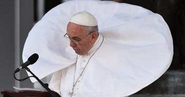 """بالصور.. رواد مواقع التواصل يتلاعبون بصور البابا فرنسيس بـ""""الفوتوشوب"""""""