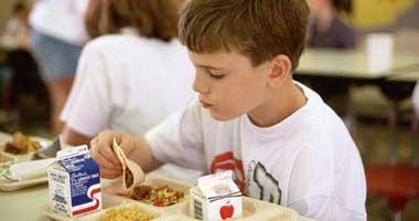 شعار العام لمبادلة الساندوتشات بالمدارس Child-eats220082113733.jpg