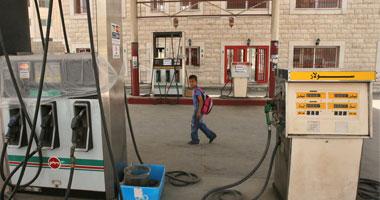 """""""البترول"""" تخفض أسعار البنزين 25 قرشًا وتثبت سعر السولار"""