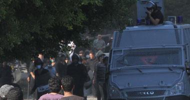 متظاهرو السفارة الأمريكية يحتجزون أمينى