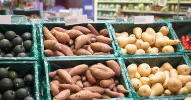 مصادر قطرية: نقص حاد بمنتجات الألبان فى الدوحة وكيلو الطماطم يصل 15 ريال
