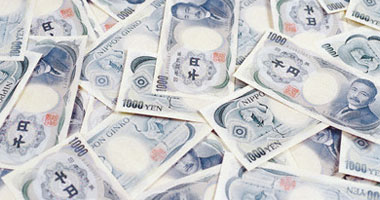 الين يقفز وينهى موجة صعود الدولار