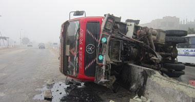 """إعادة تسيير طريق """"بلبيس_ الزقازيق""""بعد توقفه بسبب انقلاب سيارة نقل"""