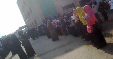 وقفة لطالبات الإخوان بكلية الدراسات الإسلامية فى كفر الشيخ