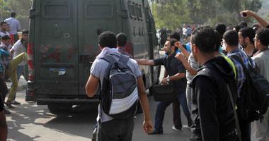 طلاب الإخوان بالأزهر يطاردون قوات الأمن