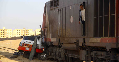 قطار يصطدم بسيارة أثناء عبورها مزلقان غير شرعى بالأقصر