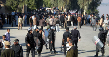 القبض على نشطاء أثناء توجههم لنجح حمادى