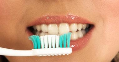 إسرائيلية تبتلع فرشاة أسنان خلال حك حنجرتها
