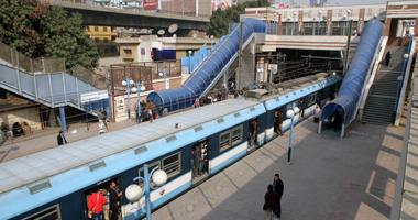 سيدة تلد طفلتها بمحطة مترو سراى القبة