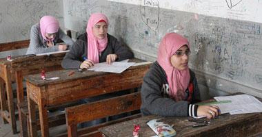 انتهاء امتحان اللغة العربية بالشهادة الإعدادية بالجيزة