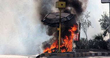 طلاب الإخوان يحرقون صندوق قمامة وفروع الأشجار أمام جامعة القاهرة