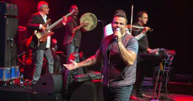 عمرو دياب يفاجئ جمهوره فى حفل موسى كوست بأغانى من ألبومه الجديد