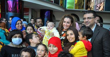 غادة عبد الرازق وممدوح الليثى فى مستشفى 57357