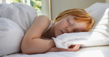 خبيرة: النوم أمام المرآة يكسبك طاقة سلبية ويصيبك بالاكتئاب صباحًا