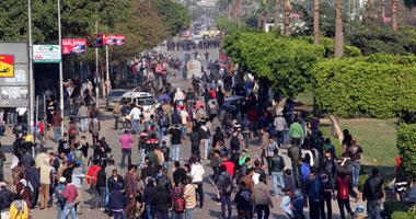 كر وفر بين طلاب الإخوان فى جامعة عين شمس بسبب قنابل الغاز
