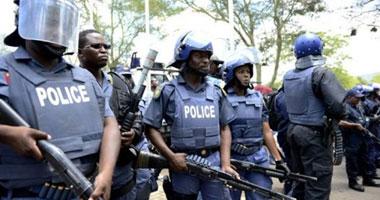 شرطة الكونغو تستخدم الغاز المسيل لتفريق المحتجين على إجراء الاستفتاء