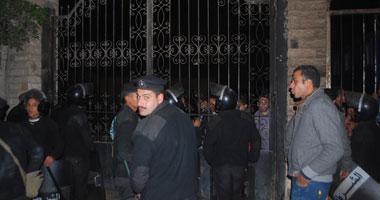 إصابة ضابط و4 أمناء شرطة بقسم منشية ناصر أثناء تصديهم لهروب مساجين