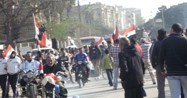 توافد المتظاهرين للمشاركة بفعاليات احتجاجية أمام القبة