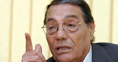 """جدل فى الوسط الثقافى حول بقاء """"عيسى"""" رئيسا لتحرير """"القاهرة"""""""