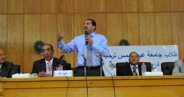 د. عمرو خالد أثناء محاضرته بجامعة عين شمس