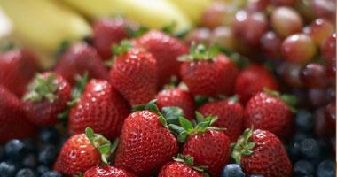 التوت والفراولة يحميان الإصابة بأمراض الزهايمر