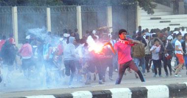 الشرطة تطلق القنابل المسيلة للدموع لتفريق جماهير الزمالك