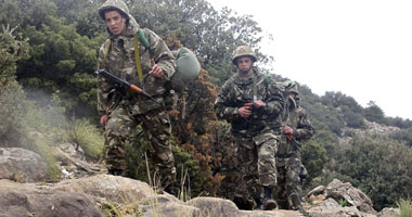 الجيش الجزائرى يضبط 3 عناصر دعم للجماعات الإرهابية شمال غربى البلاد