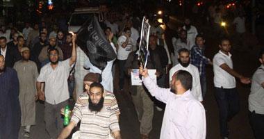 بعض الاسلاميين يشربون الشاي في مظاهرات اليوم الرافضة لعودة سياسات امن الدولة القمعية S520132221750