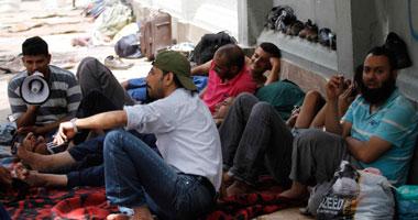 """عمال """"كريستال عصفور"""" بشبرا يواصلون اعتصامهم للمطالبة بتحسين أوضاعهم"""