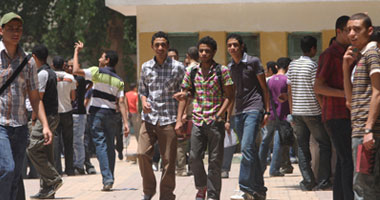 بدء توافد طلاب الثانوية العامة على لجان الامتحانات بالجيزة