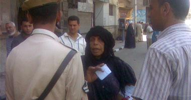 الأمن يحاول منع العجوز من مقابلة سوزان مبارك