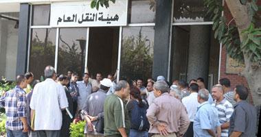 """سائقو النقل العام يتظاهرون أمام الهيئة ويطالبون بضمها لـ""""النقل"""""""