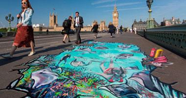 """بالصور.. رسم جزر """"كايمان"""" على أرصفة شوارع لندن أحدث أفكار جذب السياحة"""