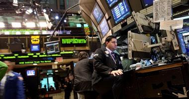 الأسهم الأمريكية تهبط مع تدهور توقعات الاقتصاد بفعل كورونا