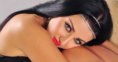 صافيناز تعدل عقد زواجها من عرفى إلى شرعى بعد تجديد إقامتها
