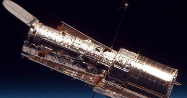 """Image result for تلسكوب بـ """"عدسات الجاذبية"""" لالتقاط عدة صور مثيرة لنجم قديم منفجر."""