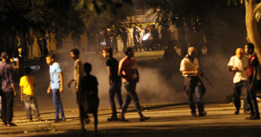 تواصل الاشتباكات الأمن والمظاهرين بجوار