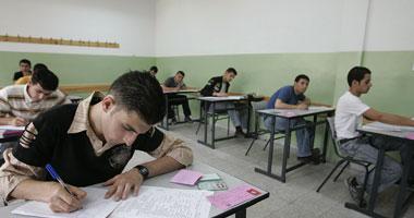 طلاب الثانوية العامة يبدأون امتحان اللغة الثانية والتربية الوطنية