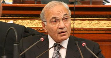 """مبارك يسلم """"شفيق"""" خطاب تكليف بتشكيل الحكومة الجديدة"""